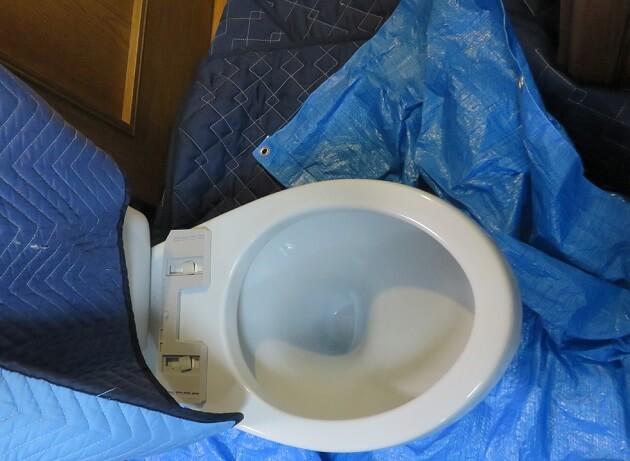 トイレ便器の取り外し修理