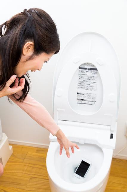 トイレのスマホ詰まり