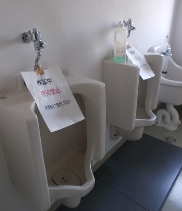小便器の尿石詰まり